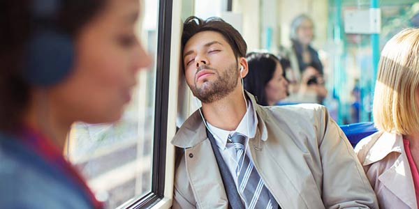 خواب آلودگی یکی از علائم اعتیاد به شیشه